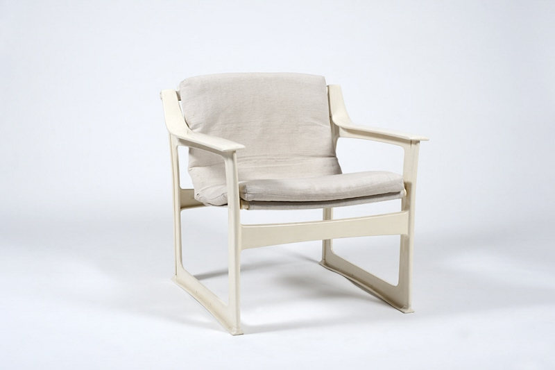 Chair IKEA Index, beige plastic. Seat and back of beige cloth
