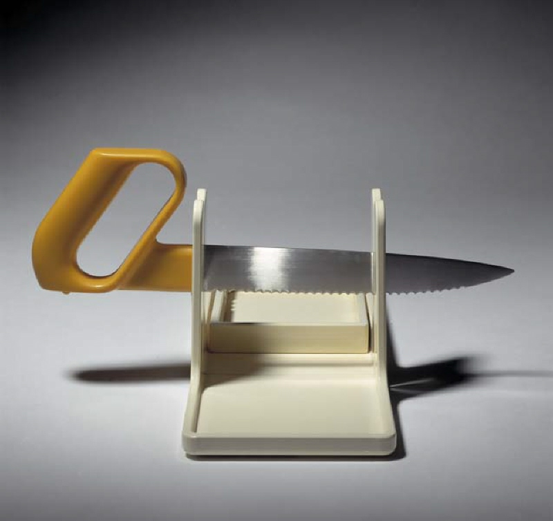 Knife with cutting board